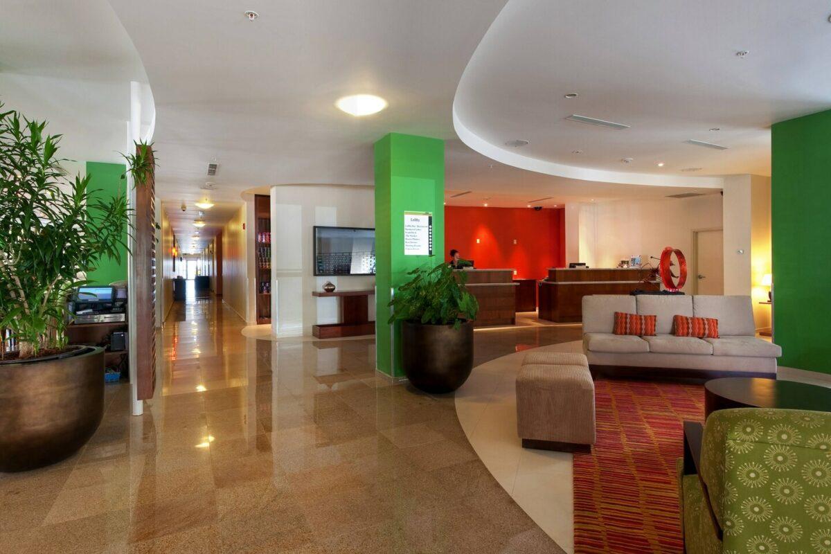 pbmcy lobby 0011 hor clsc