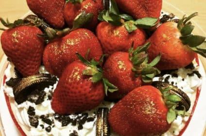 Strawberries & Oreo Cookies Cheesecake